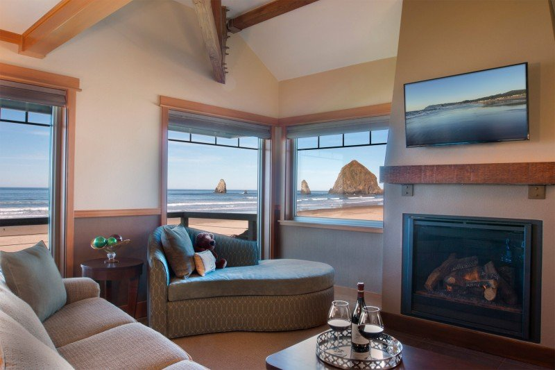 Stephanie-Inn-Oceanfront-Corner-Suite